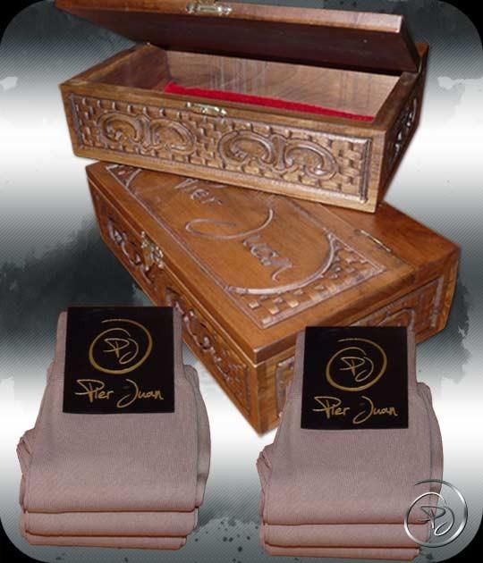 coffret cadeau luxe pour homme et chaussettes pier juan en laine. Black Bedroom Furniture Sets. Home Design Ideas